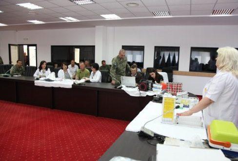"""Në ministrinë e FSK-së filloi aksioni për dhurimin vullnetar të gjakut """"Një pikë gjak për shpëtimin e një jete"""""""