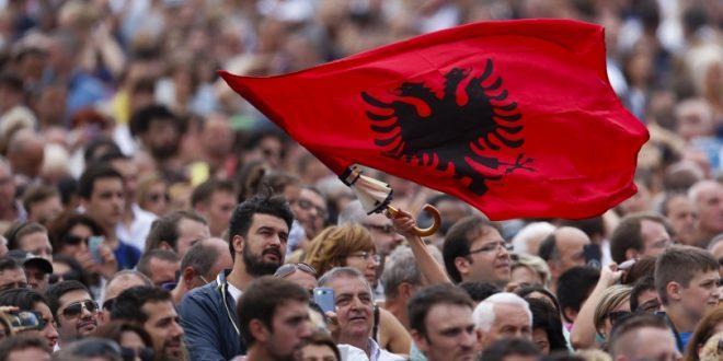 Sot u mbushen 22 vjet nga vrasjet e tre martirëve në Gostivar, në mbrojtje të Flamurit kombëtar shqiptar