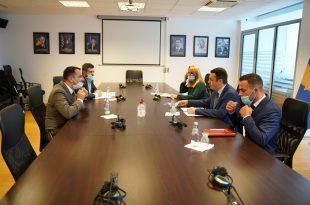 Ministri i Drejtësisë, Selim Selimi takon kryetarin e Odës së Avokatëve të Kosovës, Behar Ejupi