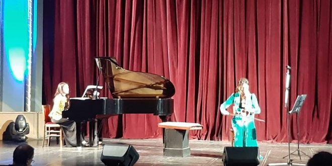 """Lahuta shqiptare, Kobyzi i Kazakistanit dhe pianoja bashkohen në natën finale të festivalit """"Takimet Muzikore të Dy Botëve"""""""