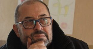 Është ndarë nga jeta, në moshën 55-vjeçare regjisori, skenaristi dhe producenti shqiptar, Gjergj Xhuvani
