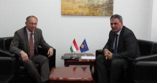 Haki Demolli priti sot në një takim zyrtar ambasadorin e Hungarisë në Kosovë, Laslo Markus