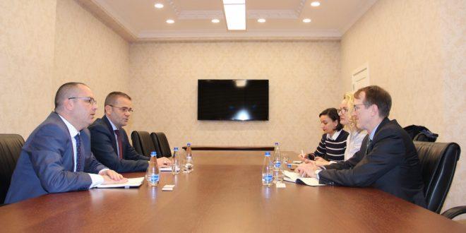 Guvernatori i BQK-së, Fehmi Mehmeti pret në takim një ekip të kontraktorëve të USAID-it, të udhëhequr nga Christopher Thompson