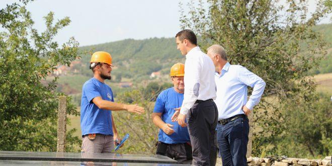 Ministri Gashi inspektoi punimet që po bëhen për restaurimin dhe konsolidimin e Kullës së Azem Bejtës, në Galicë