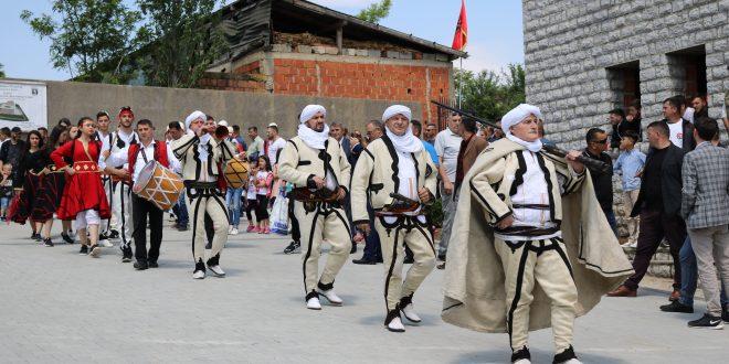 """Enver MALOKU: Në Klinë nisi Festivali folklorik gjithëkombëtar """"I këndojmë lirisë"""""""