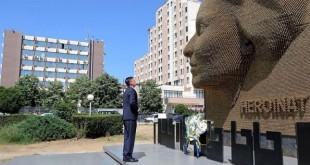 """Kryekuvendari Veseli do vendos lule pranë monumentit """"Heroinat"""", në Prishtinë"""