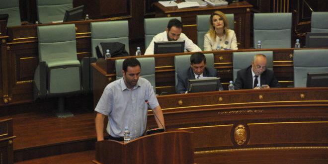 Konjufca: Veseli po u bën presion deputetëve për mos mbajtjen e seancës për Astrit Deharin