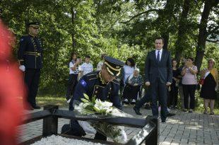 Kryeministri, Albin Kurti e nderon policin Enver Zymberin në dhjetëvjetorin e rënies në krye të detyrës