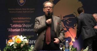 """Kadare nderohet me çmimin """"Letërsia Shqipe"""", të cilin e vlerësoi si çmimi më i çmuar në jetën e tij"""