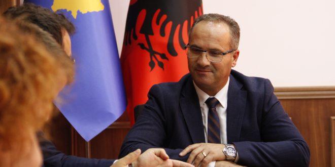 Vesel Krasniqi merr detyrën e Ministrit të Tregtisë dhe Industrisë