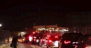Bashkatdhetarët po përballen me pritje dhe kolona të gjata në dalje të Kosovës në kufi me Serbinë deri në 9 orë pritje