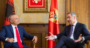 Ilir Meta dekoron Gjukanoviqin e Malit të Zi, ndërkohë opozita pro serbe injoron dhe fyen shqiptarët