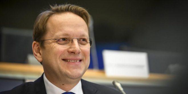Varhelyi: Të hapen negociatat e anëtarësimit me Shqipërinë dhe Maqedoninë e Veriut, përpara Samitit të Zagrebit