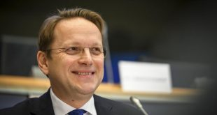 Oliver Varhelyi: Është e rëndësishme që Qeveria e re në Kosovë të formohet sa më shpejt, pasi e presin punë të mëdha