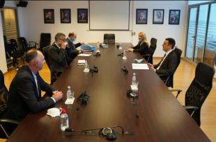 Ministri i Drejtësisë, Selim Selimi e pret në takim shefin e UNICEF-it në Kosovë, Murat Sahin