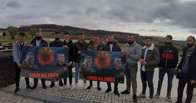 Të rinjtë nga Drenica e nderojnë luftën dhe solidarizohen me udhëheqësit e UÇK-së, që po gjykohen nga Gjykata Speciale