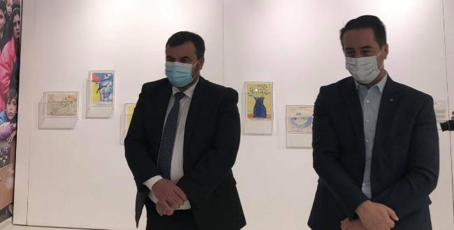 """Avokati i Popullit, Naim Qelaj e viziton ekspozitën për fëmijët e vrarë gjatë luftës """"Na ishte një herë që kurrë mos qoftë"""""""