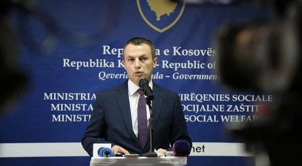 Ministri i MPMS-së, Skender Reçica bët të ditur se sot janë dyfishuar asistencat sociale për muajt janar, shkurt dhe mars