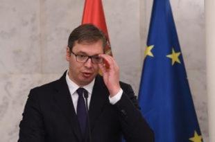 Vuçiq fton serbët e Kosovës që ta votojnë Listën Serbe