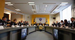 Kabineti i Avdullah Hotit, pritet ta shfuqizojë vendimin Albin Kurtit për reciprocitet të plotë tregtar me Serbinë