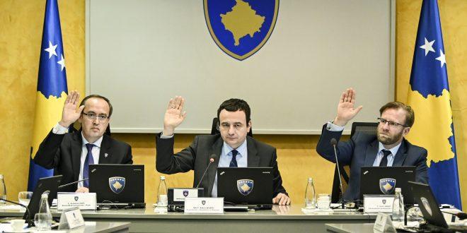 Kryeministri në detyrë, Albin Kurti pas mocionit për mosbesimin ndaj Qeverisë e shkarkon zëvendëskryeministrin Hoti
