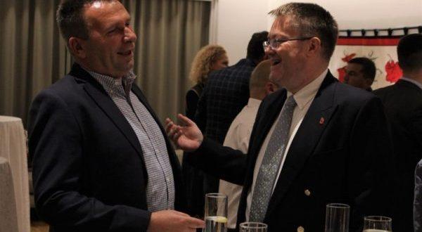 Ambasadori Abbott thotë se Britania e Madhe do të vazhdojë të mbështesë zhvillimin dhe aftësimin e ushtarëve FSK-së