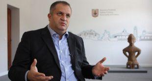 Shpend Ahmeti kërkon ndalimin e qymyrit për ngrohje si masë afatshkurtër në lidhje me ndotjen e ambientit në kryeqytet