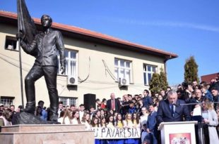 """31 vjet nga rënia heroike e prijësit të """"Çetës së Llapit"""", Ali Ajetit në ballë të demostratave në qytetin e Besianës"""
