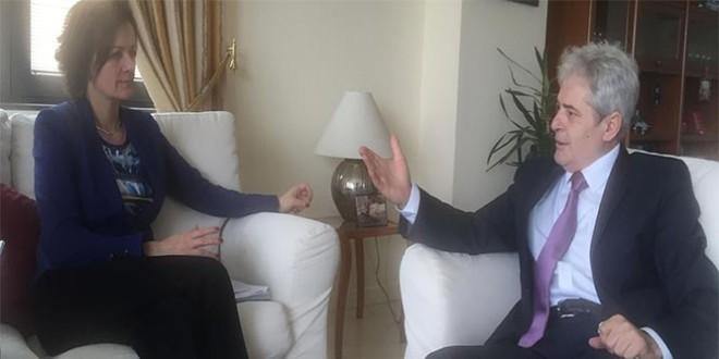 Kryetari i BDI-së Ali Ahmeti u takua në Shkup me zyrtarët e BE-së