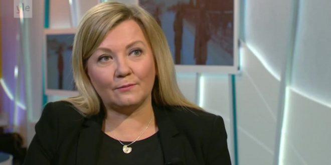 Ambasadorja finlandeze, Pia Stjernvall, kërkon bashkim të politikanëve për të luftuar koronavirusin e jo njëri-tjetrin