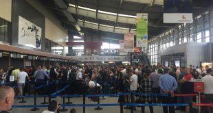 Protesta e punëtorëve të Aeroportit Ndërkombëtar të Prishtinës ka shkaktuar tollovi dhe vonesa për fluturime