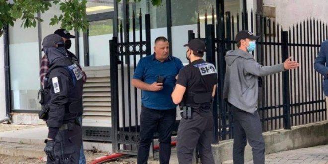 Hetuesit pro serbë të Gjykatës Speciale kanë arrestuar edhe nënkryetarin e OVL- UÇK-së, Nasim Haradinaj