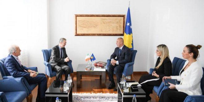 Kryeministri Haradinaj, priti sot në takim lamtumirës ambasadorin e Irlandës në Hungari, jorezident në Kosovë, Pat Kelly