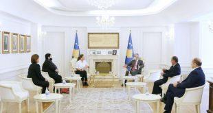 Kryetari i vendit, Hashim Thaçi takon përfaqësueset e Shoqatës së Grave të Dëshmorëve të Kombit