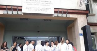 Specialistët stomatologë të papunë, kanë protestuar para Ministrisë së Shëndetësisë kërkojnë të punësohen