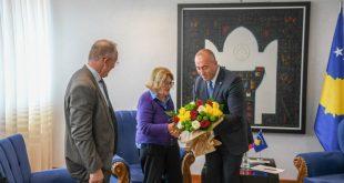 Kryeministri Haradinaj, priti sot në takim koleksionisten nga Londra të veprave të Skënderbeut, Patricia Nugee
