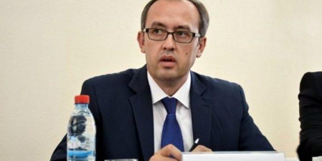 Hoti e prezanton planin e qeverisë së tij për rimëkëmbjen ekonomike në takim më OEK dhe OEAK-un