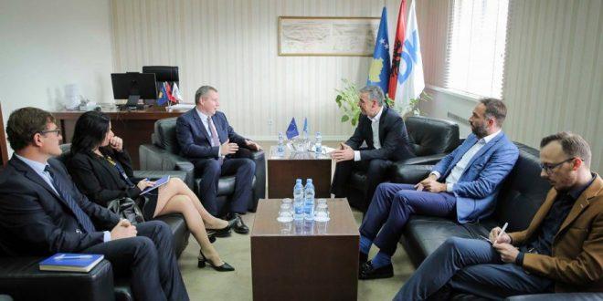 Kryetari i PDK-së, Kadri Veseli, ka pritur sot në takim zëvendës shefin e misionit vëzhgues të BE-së, Marian Gabriel