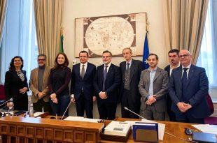 Kurti i fton përfaqësuesit italianë që ta vizitojnë Kosovën në vitin e ardhshëm për thellimin e miqësisë Kosovë-Itali