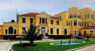 Ambasada amerikane në Tiranë i bënë thirrje të gjithë shtetasve të saj që të shmangin vendet e protestuesve