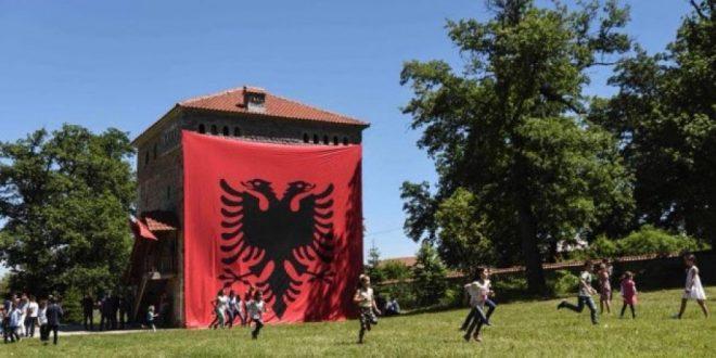 Nën patronatin e kryeministrit Haradinaj në Gjakovë mbahet Akademi në shënim të Ditës së Dëshmorëve të kësaj komune