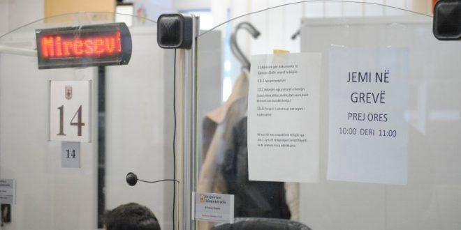 Edhe Shërbyesit Civilë të Kosovës kërkojnë nga kryetari i vendit, Hashim Thaçi që Ligjn për Pagat të mos e dekretojë