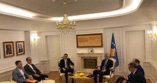 Kryetari Thaçi e fton Kurtin për ta mandatuar për kryeminstër, por Vetëvendosje nuk janë në dijeni për këtë ftesë