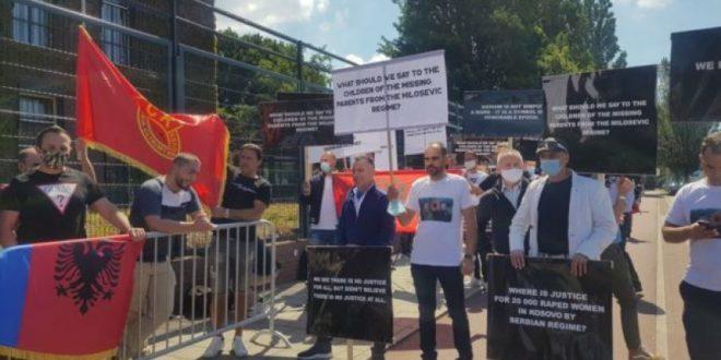 Edhe në ditën e katërt të intervistimit të kryetarit Thaçi bashkatdhetarët nga po vazhdojnë të mbështesin atë