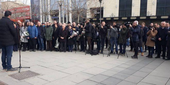Vetëvendosja i ka përkujtuar dy aktivistët e saj, Arben Xheladinin dhe Mon Balajn, në 12-vjetorin e martirizimit së tyre