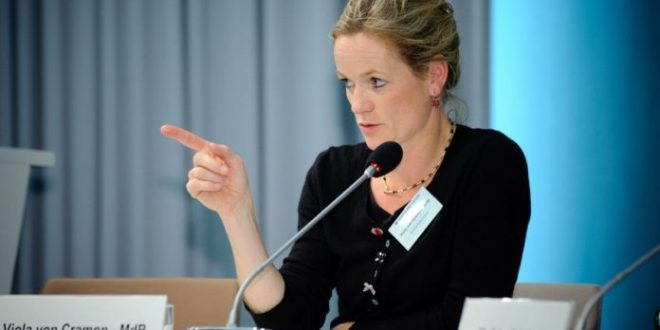 Viola von Cramon thotë se Emmanuel Macron nuk dëshiron t'ua mundësojë kosovarëve lëvizjen pa viza