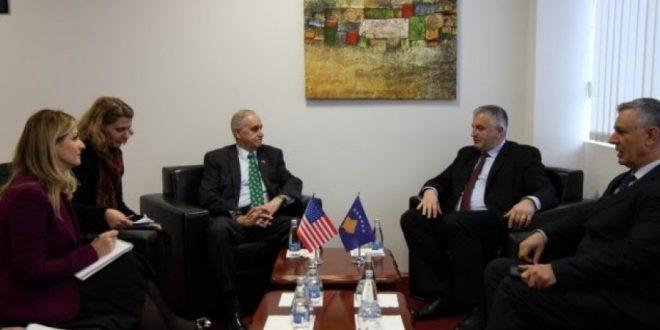 Ministri, Rrustem Berisha priti në takim drejtorin e Qendrës Marshall, Keith Dayton