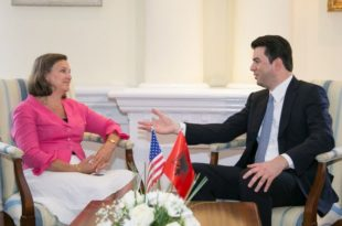Takimi dhe biseda e zonjës Nuland, nuk ka lëvizur Lulëzim Bashën nga qëndrimi i tij për reformën në drejtësi