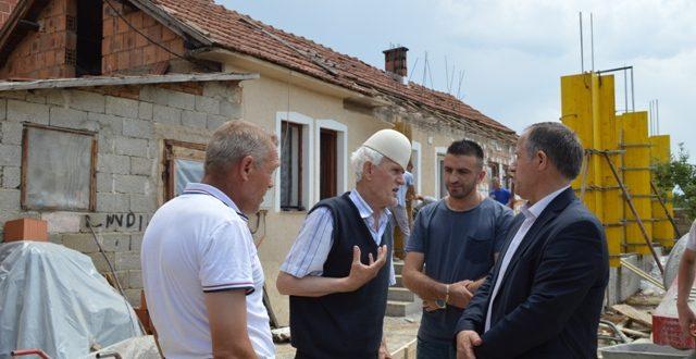 Kryetari, Ragip Begaj mundëson ndërtimin e shtëpisë për familjen e Mustafë Hoxhës nga Bellanica