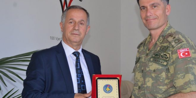Kryetari i Malishevës, Ragip Begaj, priti në një takim të rregullt, komandantin e KFOR-it, Cen Sinan Barim